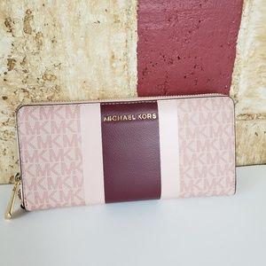 Michael Kors Jet Set Travel Continental MK Wallet